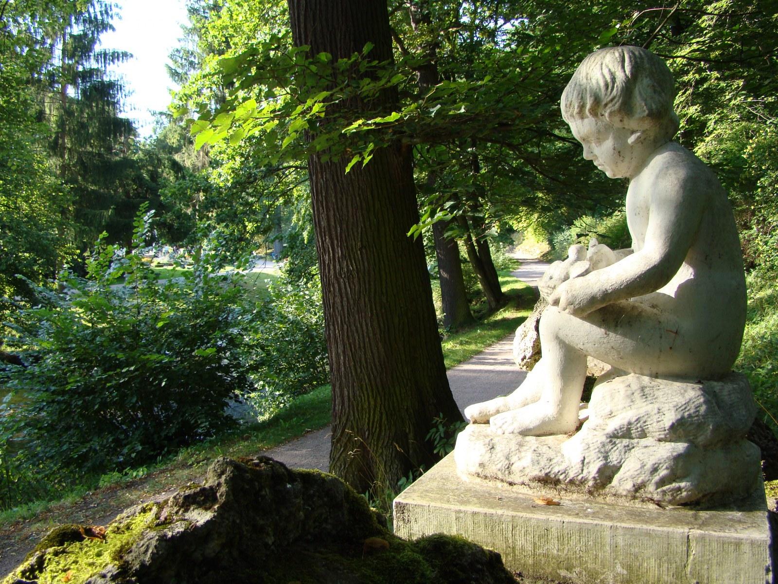 "Park Tiefurt: ""Amor als Nachtigallenfütterer"""
