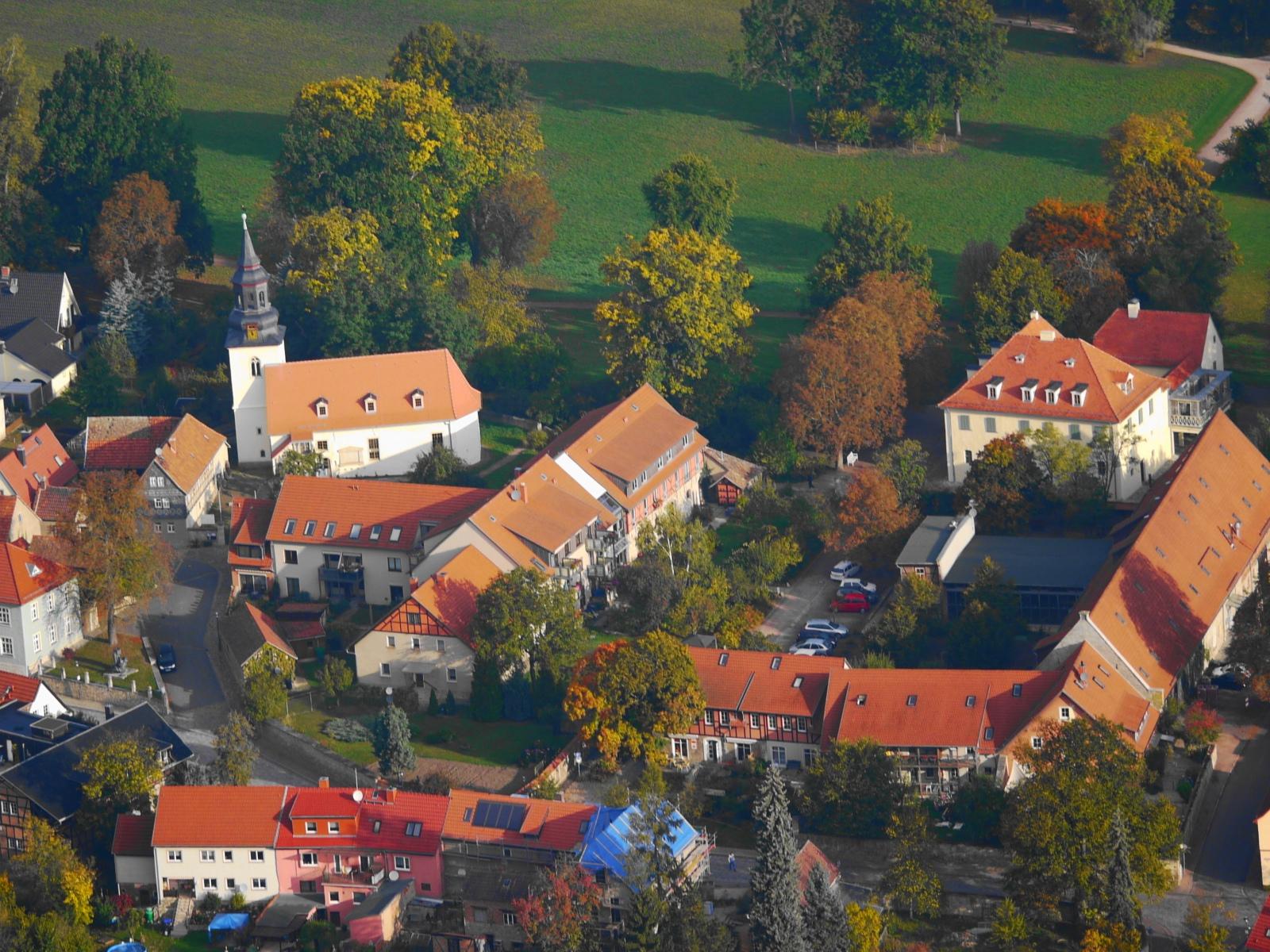Tiefurt: Schloss mit Kammergut und Kirche